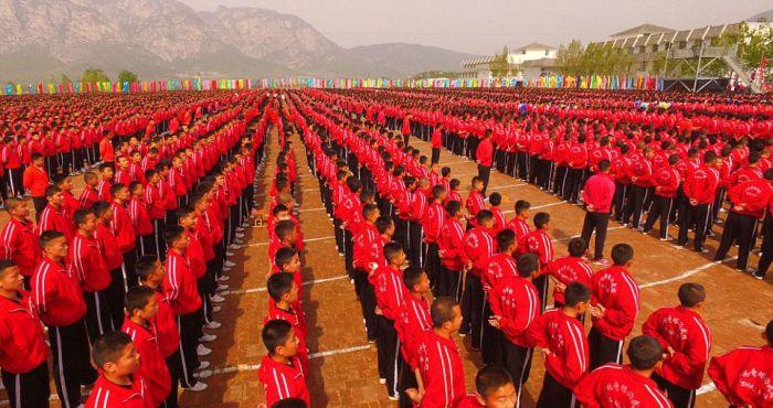 Массовая тренировка учеников школы кунг-фу Тагоу (8 фото)