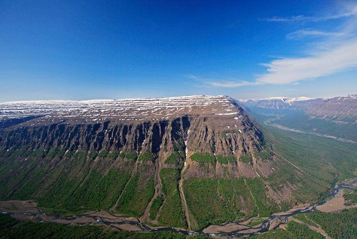 Причины, по которым каждый путешественник должен побывать на плато Путорана (16 фото)