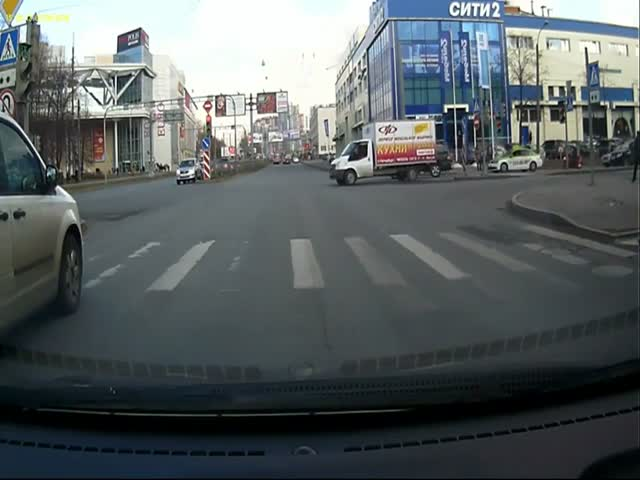 Пешеход проучил водителя