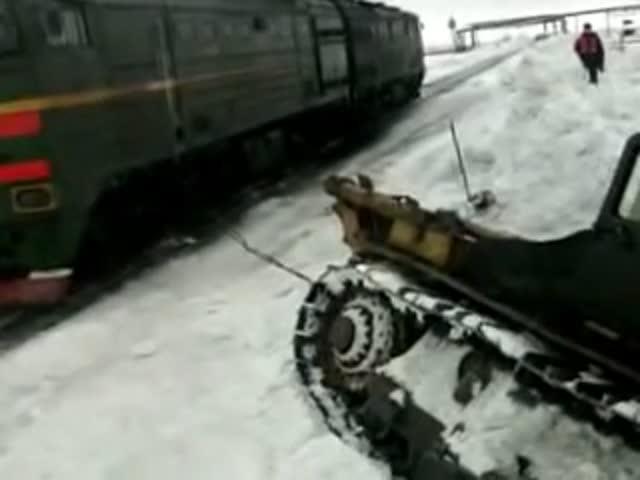 Локомотив вытащил бульдозер
