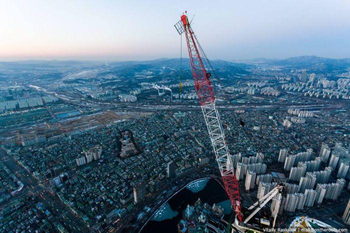 Российские руферы покорили самое высокое здание Кореи (4 фото + видео)