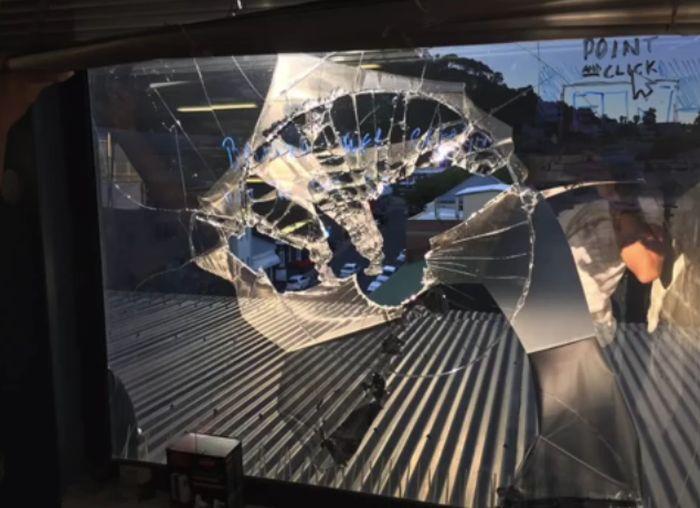 Потерявший контроль дрон залетел в квартиру (3 фото + видео)