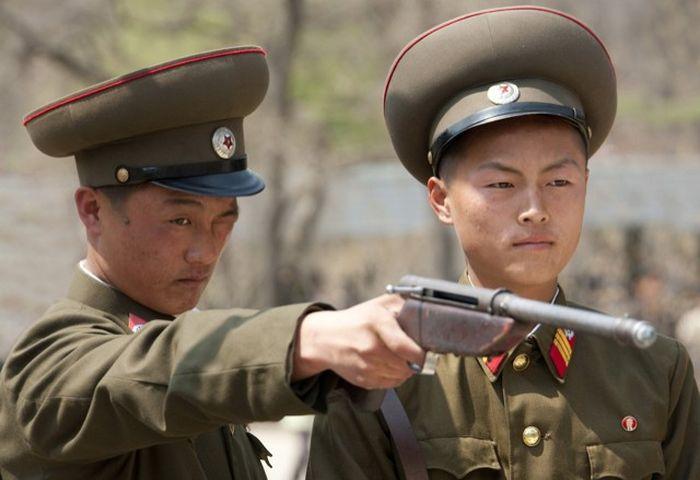 Сбежавшая из КНДР девушка рассказала о порядках в армии этой страны (6 фото)