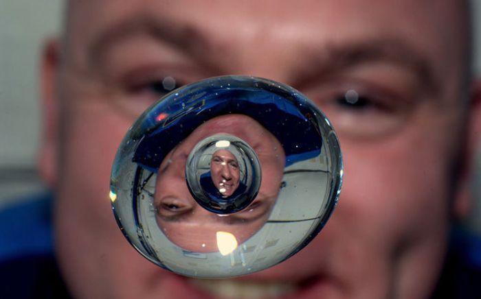 Чего нельзя сделать на борту МКС (8 фото)