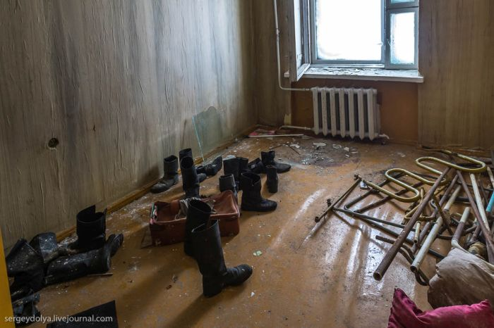 Заброшенные дома поселка Тикси (17 фото)