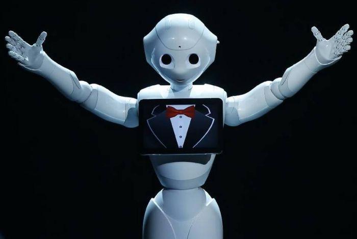 В Японии говорящего робота-гуманоида приняли в школу (5 фото + видео)