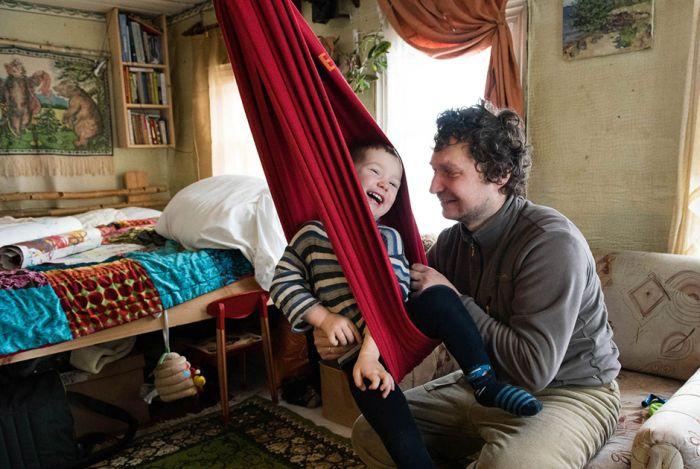 Жизнь российских дауншифтеров на острове в Рыбинском водохранилище (21 фото)