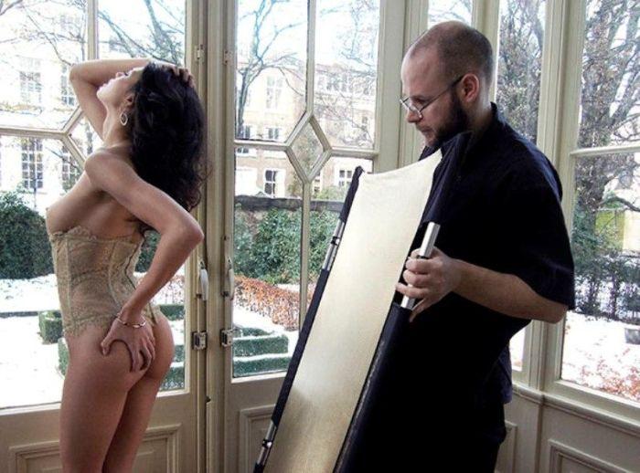 Что остается за кадром во время съемок эротических фотосессий Playboy (19 фото)