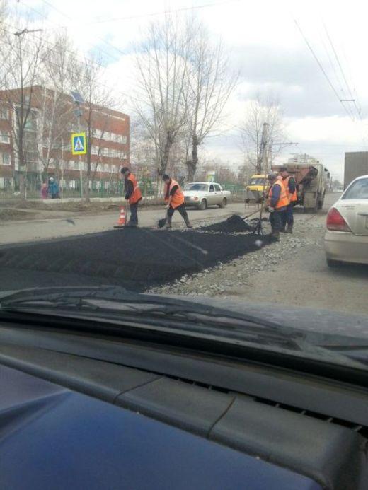 После «прямой линии» с Путиным в Омске в спешке начали ремонтировать дороги (2 фото)