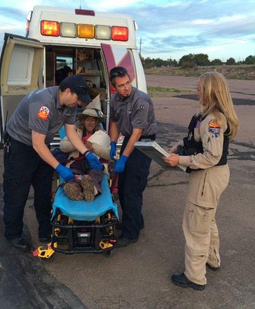 Спасатели нашли пропавшую пенсионерку, выложившую палками слово Help (3 фото)