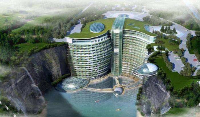 В заброшенном китайском карьере строят 19-этажный отель (8 фото)