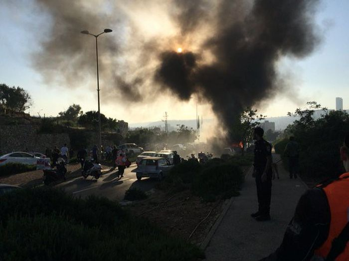 В Иерусалиме взорвался автобус (6 фото + видео)