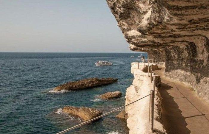 Лестница короля Арагона на Корсике (10 фото)