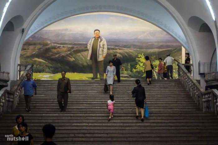 Северная Корея открыла для иностранцев все станции столичного метро (8 фото)