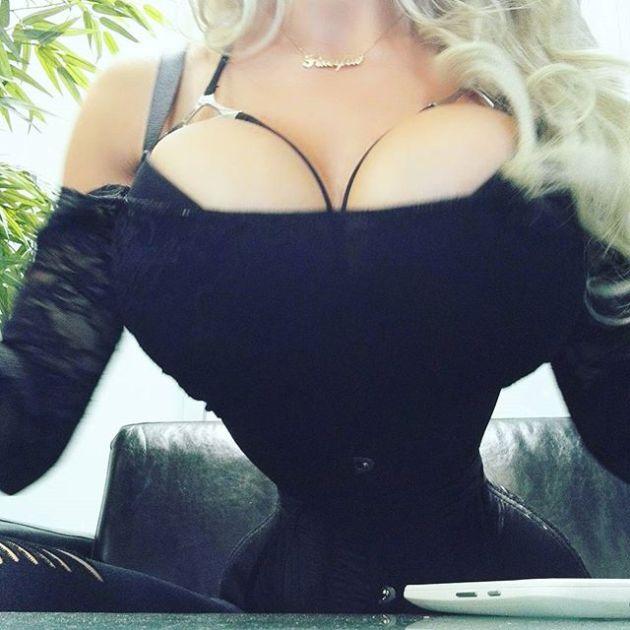 Шведка Пикси Фокс удалила 6 ребер ради талии в 40 сантиметров (9 фото + видео)