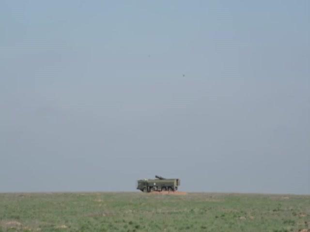 Ракетный комплект «Искандер» выполняет стрельбу крылатой ракетой