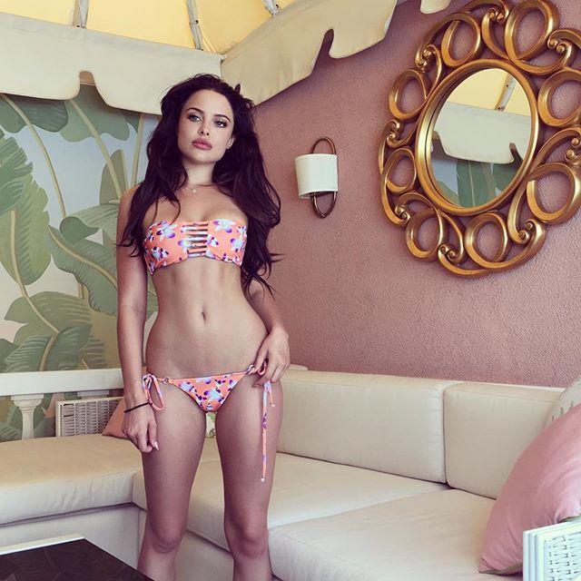 В США набирает популярность модель, похожая на Анджелину Джоли (15 фото)