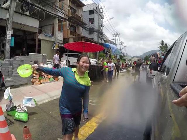 Тайский Новый год. Холодная вода. Мокрые майки
