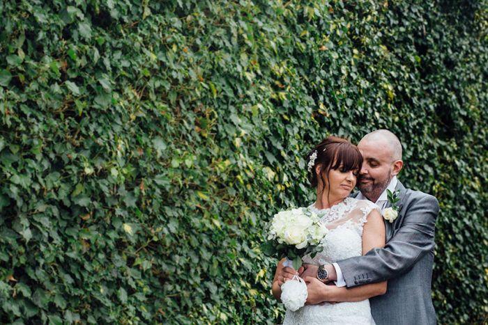 Невеста постриглась наголо, чтобы поддержать неизлечимо больного жениха (11 фото)