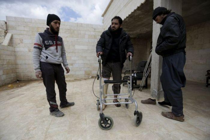 Сирийская мобильная клиника для жертв ампутантов (18 фото)