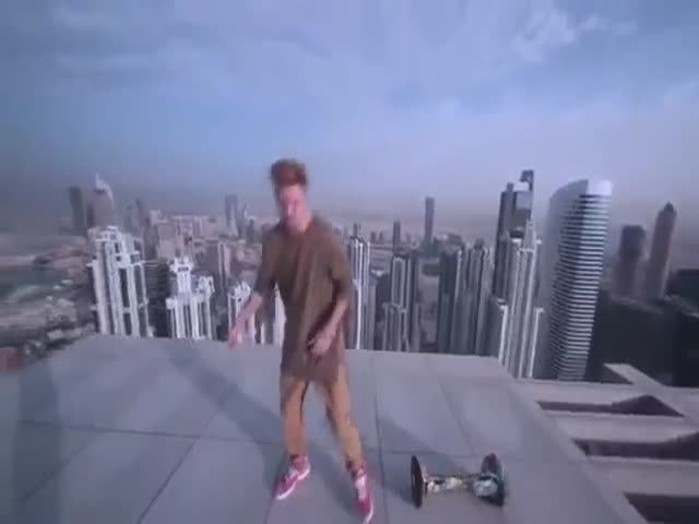 На ховерборде по крыше небоскреба