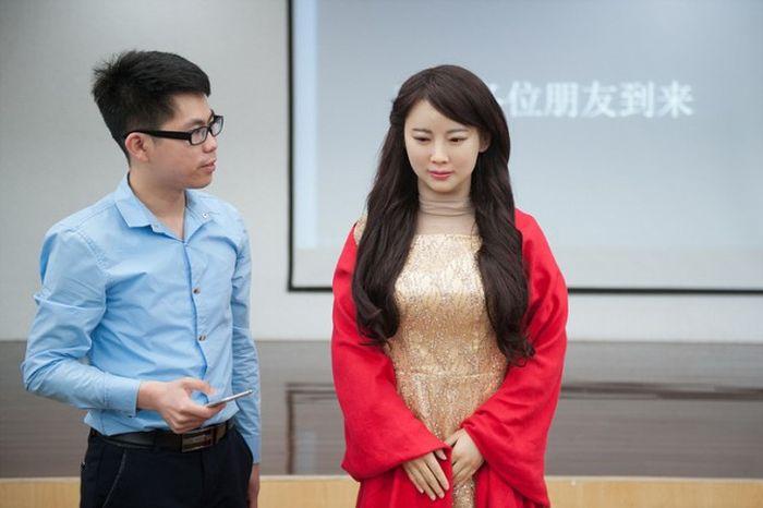 Китайцы представили нового робота-андроида Цзя Цзя (7 фото)