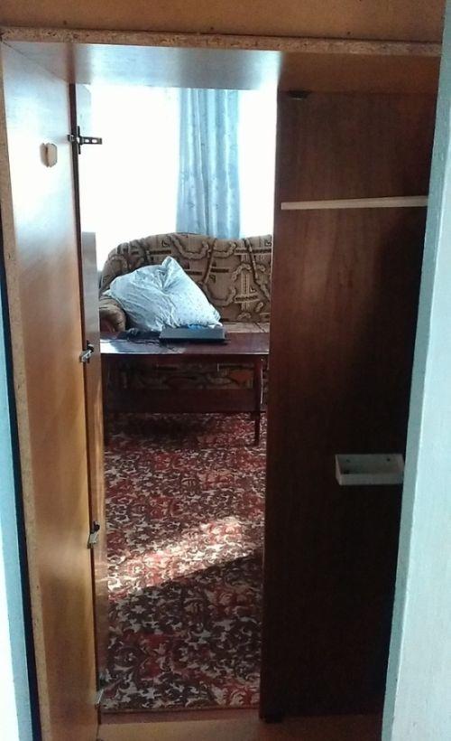 Тайная комната в шкафу (2 фото)