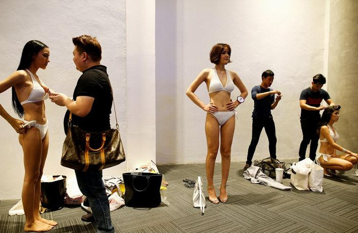 В Таиланде готовятся к финалу конкурса красоты среди транссексуалов «Мисс Тиффани-2016» (14 фото)