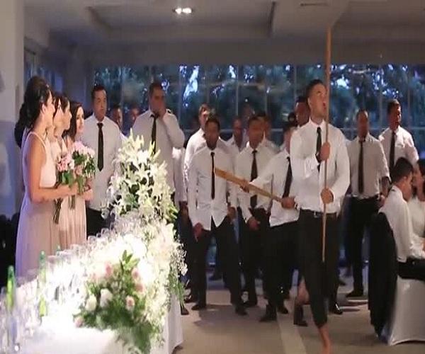 Ритуальный танец хака на свадьбе в Новой Зеландии