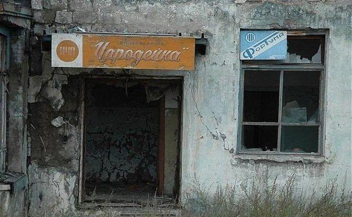 Жуткие заброшенные места нашей страны (24 фото)