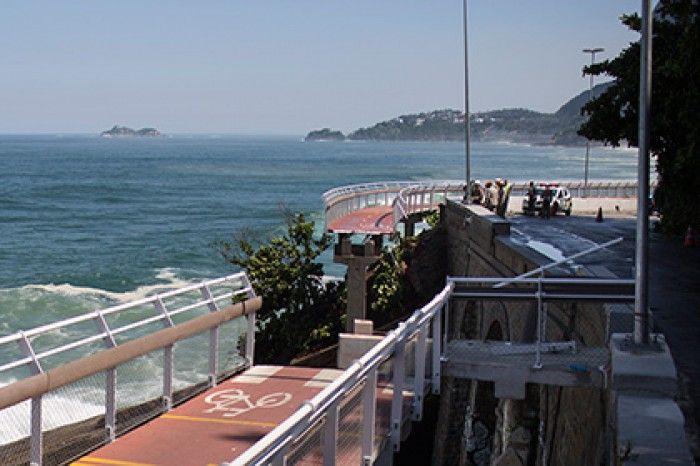 В Рио-де-Жанейро рухнула велодорожка, построенная к Олимпиаде (4 фото)