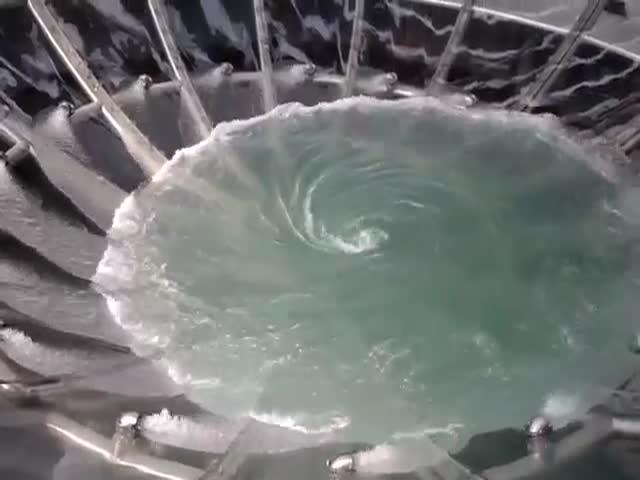 Уникальный фонтан-воронка