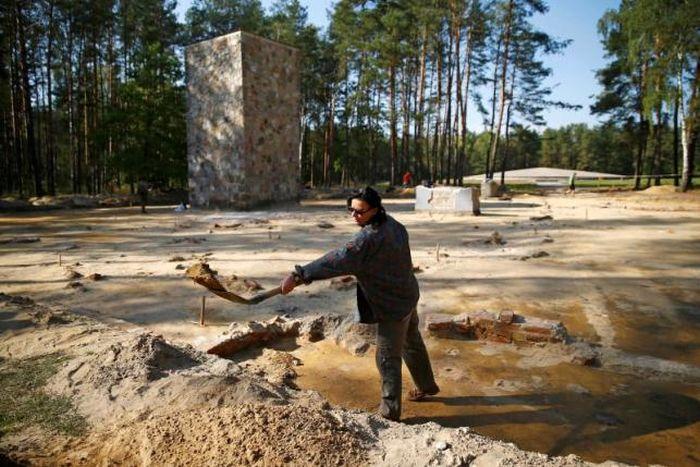 В Польше обнаружили спрятанные под землей газовые камеры времен Второй мировой войны (9 фото)