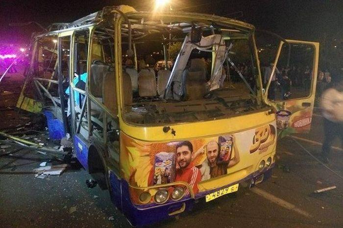 В Ереване взорвался пассажирский автобус (4 фото)