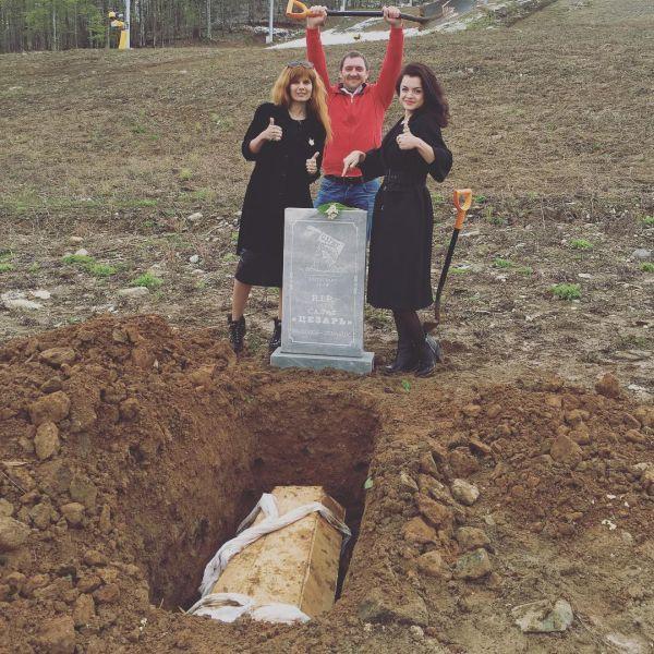 В Сочи устроили шикарные похороны салату «Цезарь» (6 фото)