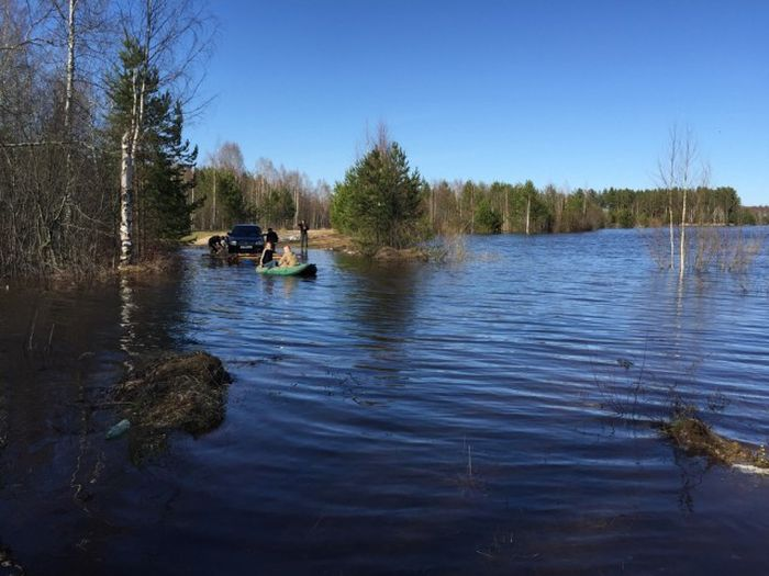 Спасение машины от паводка (9 фото)