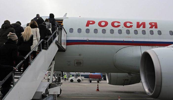 11-летняя девочка без билета улетела из Москвы в Санкт-Петербург (2 фото + текст)