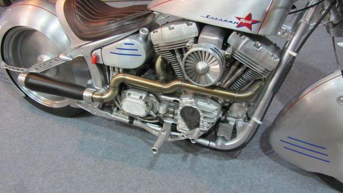 Белорусские мастера кастомайзинга представили мотоцикл «Юрий Гагарин» (10 фото)