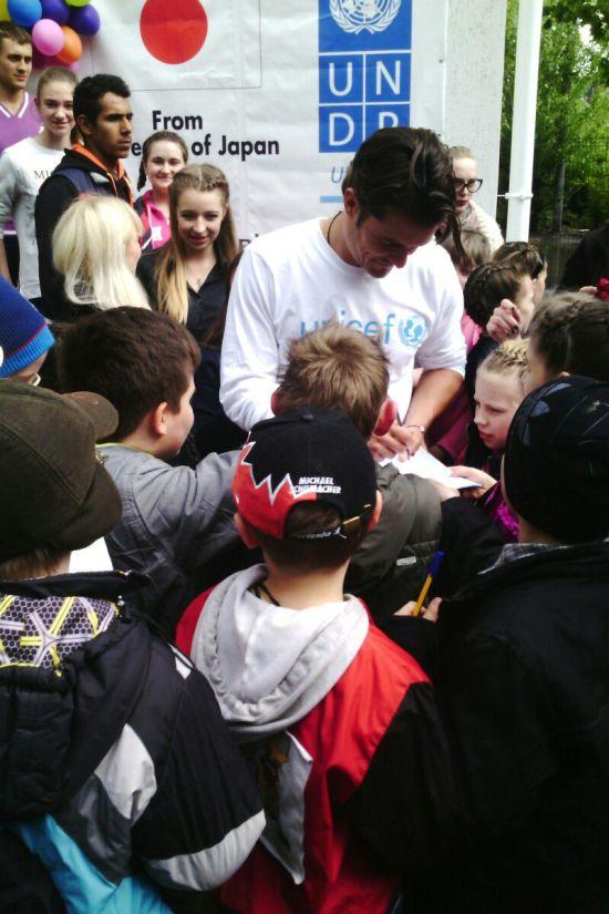 Орландо Блум посетил украинские города Донецкой области (6 фото + видео)