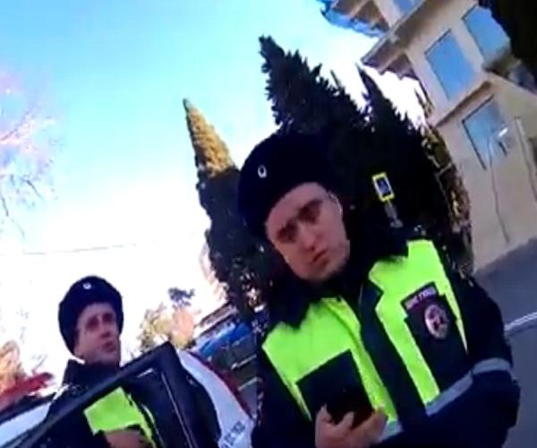 Сочинские полицейские разводят туриста на деньги