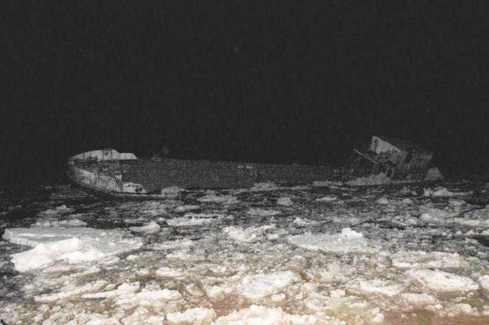 К Северодвинску движется «корабль-призрак» (4 фото)