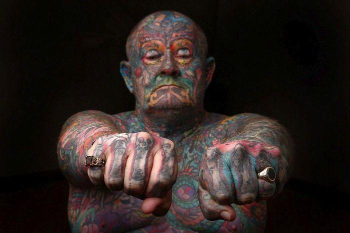 Австралиец покрыл татуировками все свое тело (16 фото)