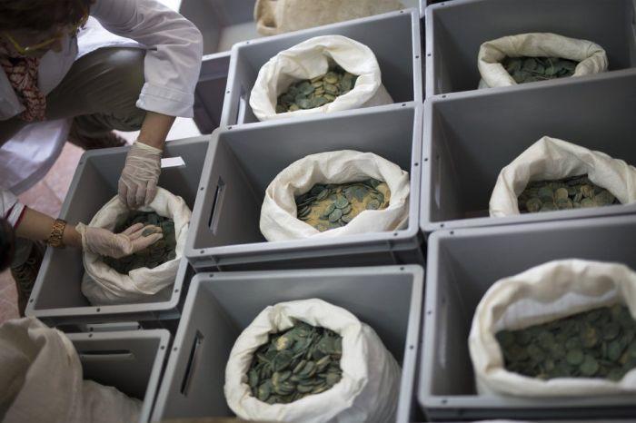 Испанские строители обнаружили древний клад (10 фото)