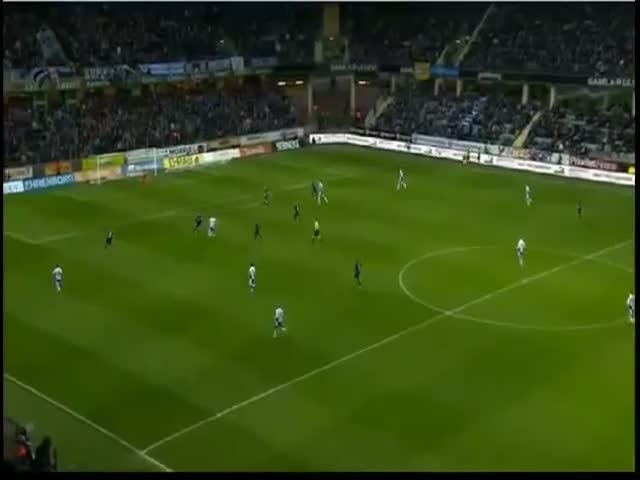 Шведский футболист бросил в болельщиков угловой флажок