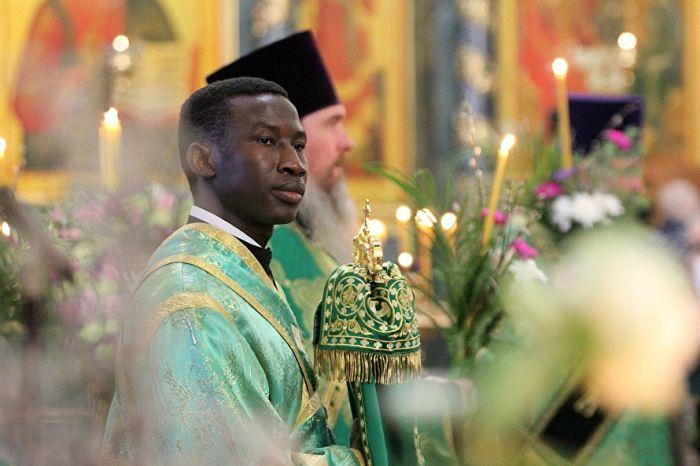 Баси Хафиз (Харисим) - темнокожий православный священнослужитель из Екатеринбурга (13 фото)