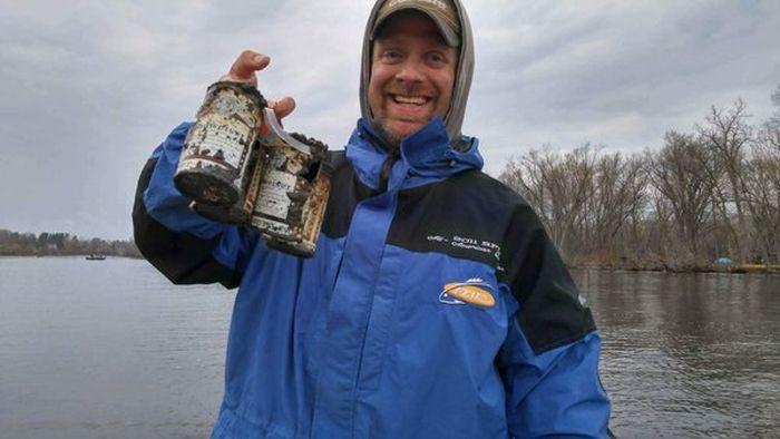 Американские рыбаки выловили упаковку пива 60-летней давности (2 фото)