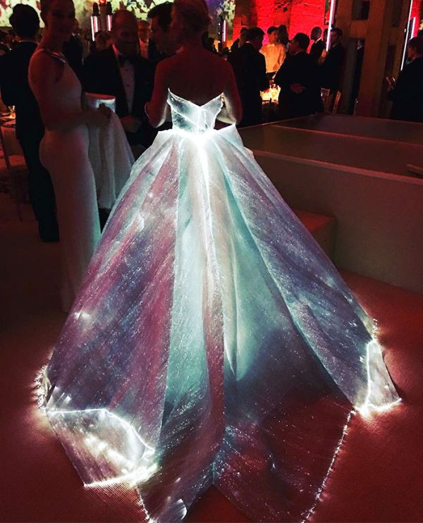 Зак Позен сшил сияющее «платье Золушки» для актрисы Клэр Дэйнс (7 фото)