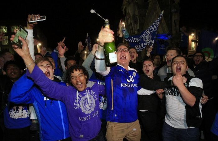 ФК «Лестер» впервые в истории стал чемпионом Англии (19 фото + 2 видео)
