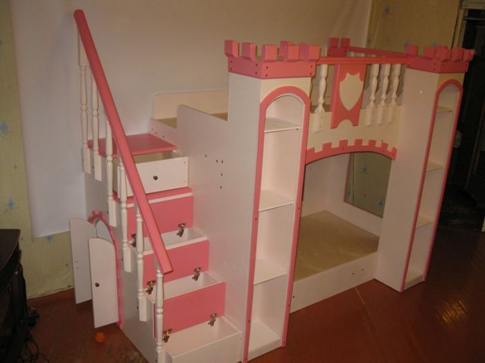 Самодельная кроватка-замок для любимой дочери (25 фото)