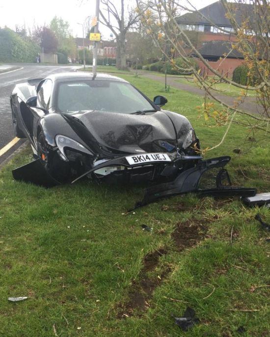 Хозяин суперкара McLaren 650S Spider разбил его спустя 10 минут после покупки (3 фото)